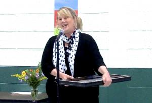 Retiring VHCA board member Pamela Papner receiving the Aaron Gross Award.